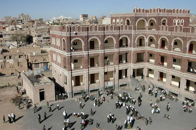 Attabari Elementary School was built according to the traditional Sana'ani style in keeping witht the surrounding buildings.