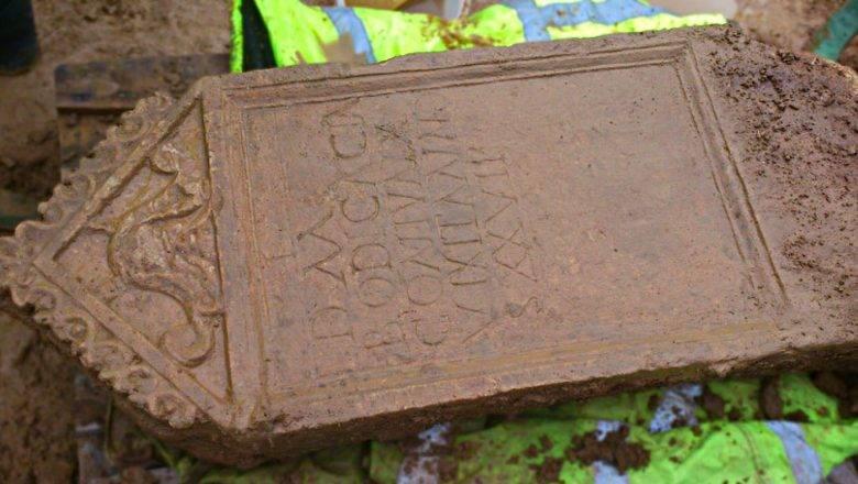 Nagrobni spomeniki različnega materiala