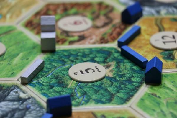 Družabna igra, ki je primerna za mlajše ali starejše otroke