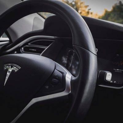 Uredite avtoelektriko v svojem vozilu
